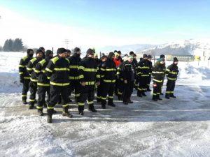 Stovky dobrovoľných hasičov smerujú na sever Slovenska, aby pomohli odstraňovať snehovú kalamitu