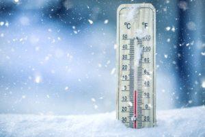 Čakajú nás chladné noci a teploty môžu klesnúť až na -20 stupňov, meteorológovia vydali výstrahy