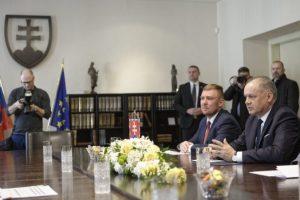 Voľba ústavných sudcov bola podľa prezidenta Kisku divadlom a poslancov vyzýva k zodpovednosti