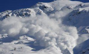 Lavína vo Vysokých Tatrách strhla maďarských horolezcov, záchranári museli jedného oživovať