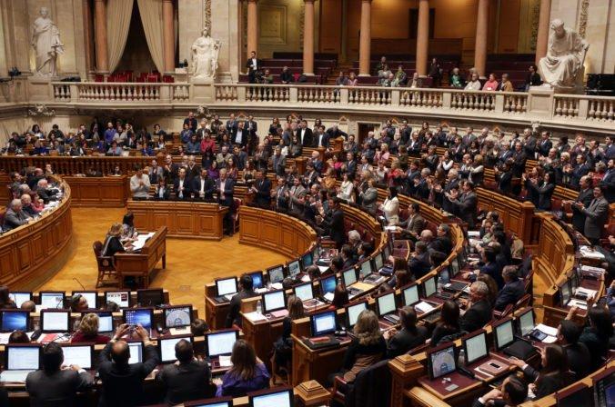 Portugalská menšinová vláda bude čeliť hlasovaniu o nedôvere, predpokladá sa jasný výsledok