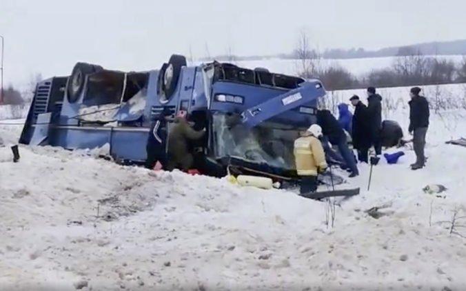 Video: V Rusku havaroval autobus s detským tanečným súborom, nehoda si vyžiadala aj obete