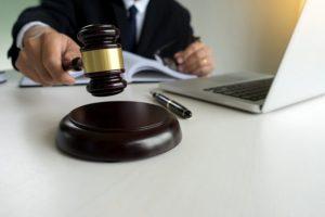 Prokurátor podal obžalobu v kauze miliónových zmeniek, v ktorej sú obvinené dve osoby