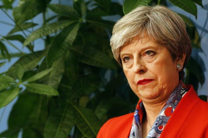 Theresa Mayová čelí výzvam konzervatívcov na odstúpenie, otázka brexitu je stále nevyriešená