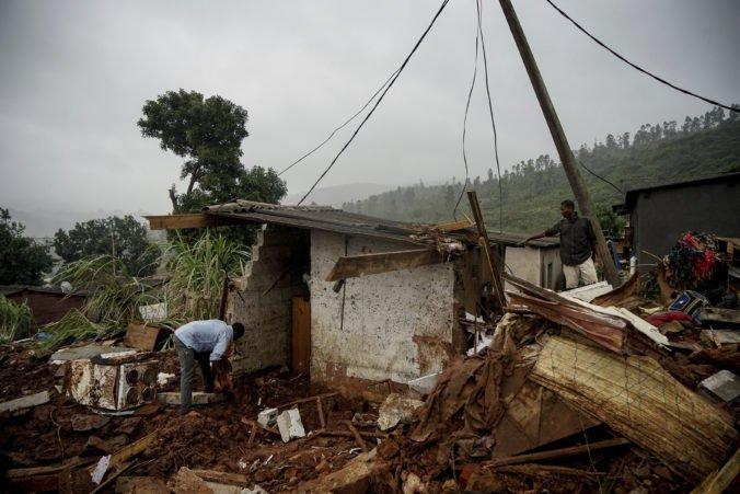 Video: Cyklón Idai si vyžiadal už vyše 750 obetí, záchranári sa obávajú šírenia chorôb
