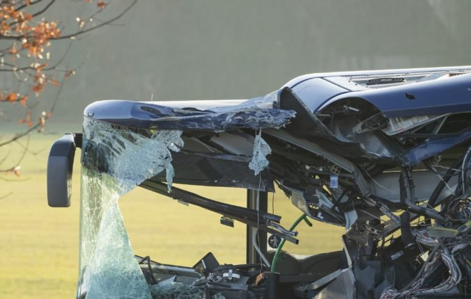 Na ostrove Madeira havaroval autobus s turistami, najmenej 28 ich zahynulo