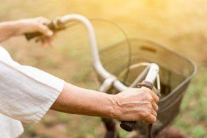 Peter prenasledoval dôchodkyne a kradol im tašky z bicyklov