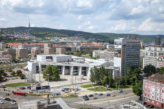 Bratislavské Nové Mesto bude kosiť menej, vysadia kvetinové lúky