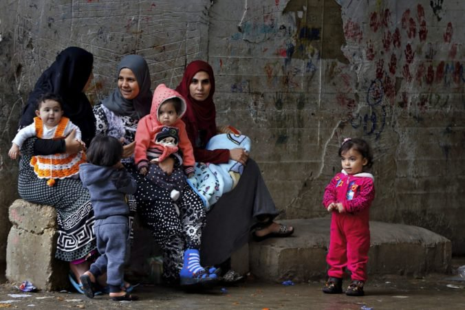 Kosovo priviezlo zo Sýrie štyroch bojovníkov Islamského štátu, ale aj desiatky žien a 74 detí