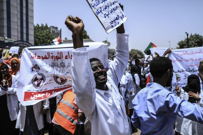 Video: Sudánska armáda zatkla bratov zvrhnutého prezidenta al-Bašíra