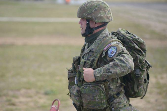 Výsluhové dôchodky policajtov a vojakov sa budú zvyšovať po novom, prezident Kiska podpísal novelu