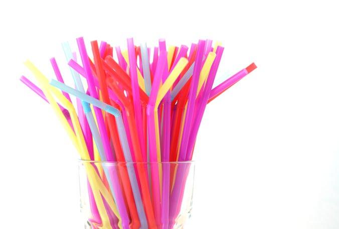 Zákaz jednorazových plastov môže pomôcť s problémom skládkovania, myslí si ENVI  – PAK
