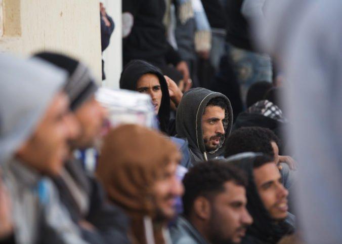 Štyria migranti sa prevážali cez Srbsko v cisterne, dvaja z nich na to doplatili životom