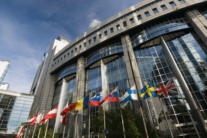 Europarlament má tri pracoviská, najviac budov vlastní v Bruseli a oficiálnym sídlom je Štrasburg