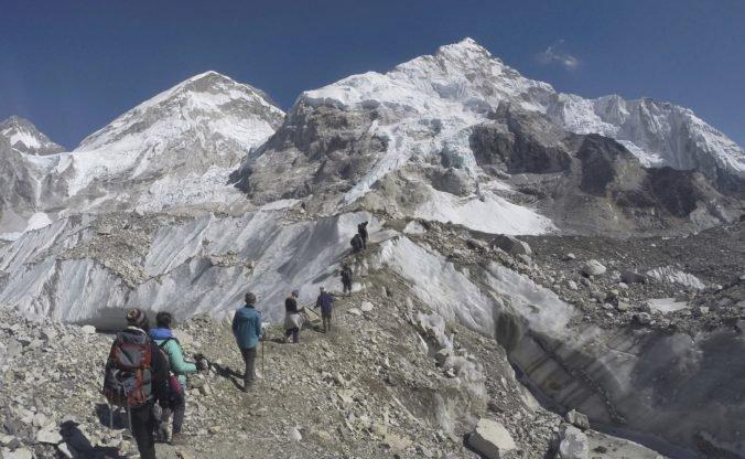 Najvyššia hora sveta vyberala svoju daň, výstup na Everest stál život piatich horolezcov