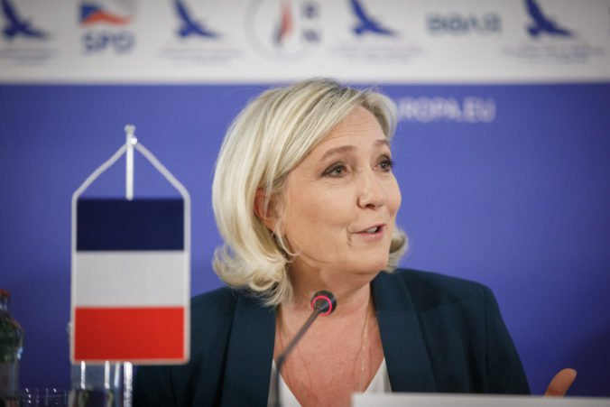 Le Penová vyzýva na rešpektovanie referenda a odchod Británie z Európskej únie