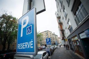 Vallova parkovacia politika v Bratislave sa mení, hlavnou zmenou je rozdelenie poplatku za prvé auto