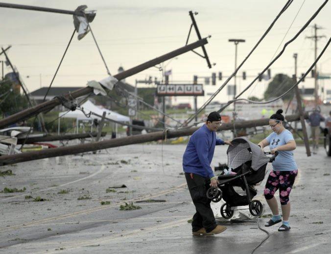 Video: Stredozápad USA zasiahli ničivé tornáda, veterná smršť si vyžiadala ľudské obete