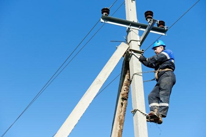 Argentínu a Uruguaj trápia masívne výpadky elektrického prúdu, dodávky postupne obnovujú