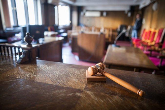 Tony z Vyvolených skončil v nemocnici, súd opäť nemohol rozhodnúť v prípade vraždy zmenárnika