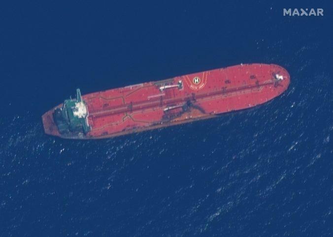 Američania zverejnili nové zábery z útokov na tankery a na Blízky východ pošlú ďalších vojakov
