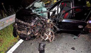 Foto: Mladý muž dobodal tínedžera, pri úteku spôsobil vážnu dopravnú nehodu