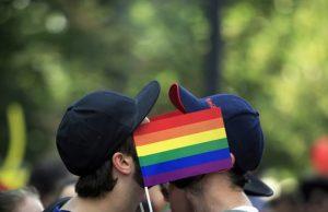 Pätina homosexuálov zažila diskrimináciu na pracovisku, prieskum odhalil aj postoje Slovákov