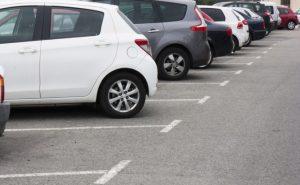 Podnikateľom vyšli v ústrety, pri bytových domoch si môžu vybudovať vyhradené parkovacie miesto