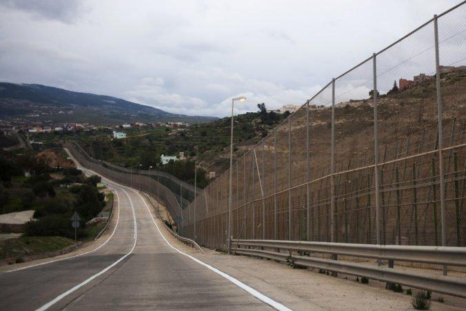 Desiatky migrantov prenikli do španielskej enklávy Melilla na severe Maroka