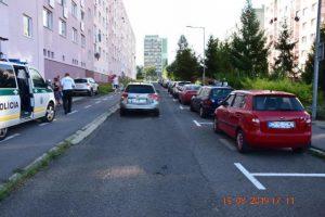 Foto: Chlapček vybehol spoza zaparkovaných áut, vodička už zrážke nedokázala zabrániť