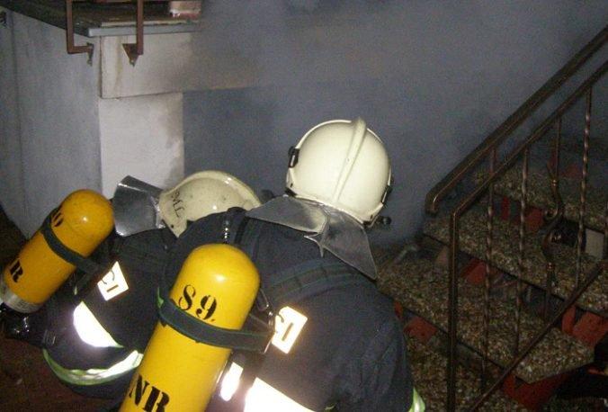 Byt v bratislavskej Rači pohltili plamene, po uhasení požiaru našli dve osoby
