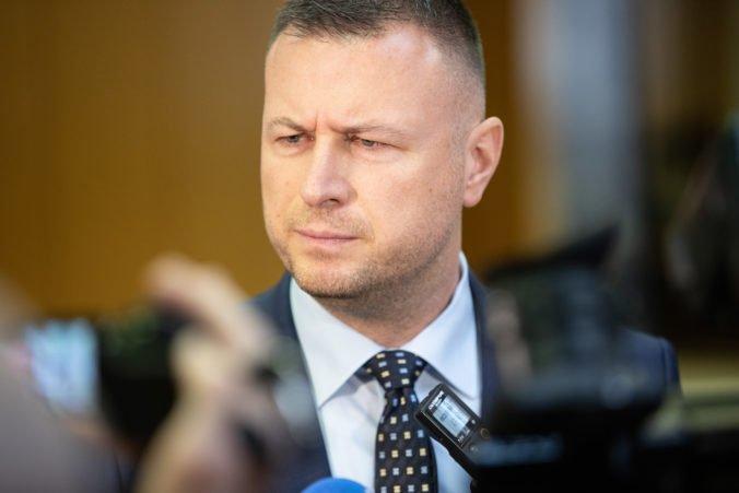 """Minister Gál verí tajomníčke Jankovskej, ktorá bola v Threeme nazvaná Kočnerovou """"opičkou"""""""