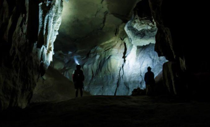 Dvaja speleológovia uviazli v najhlbšej jaskyni v Tatrách, záchranári sa strachujú o ich život