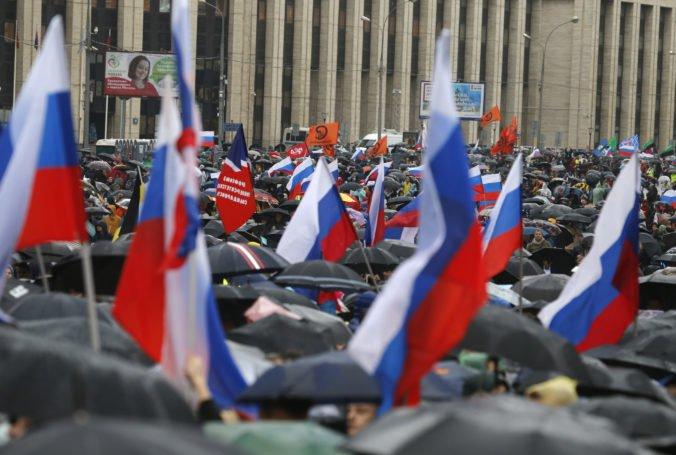 Do protestov v Moskve malo vraj zasahovať zahraničie, na vyšetrovanie zriadili komisiu