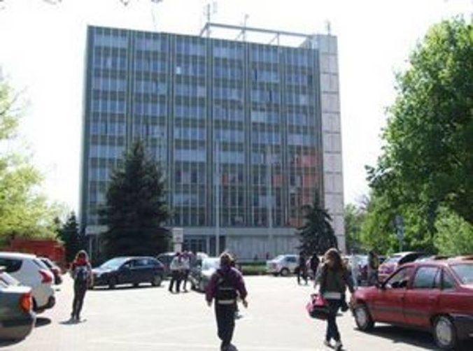 Podvodník okradol 85-ročného starčeka z Nitry, polícia hľadá svedkov