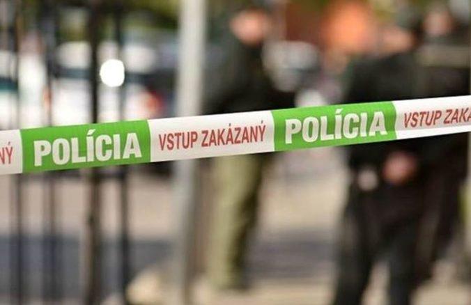 Polícia vyšetruje vraždu v Belej, muža našli v pivnici so sečnou ranou na hlave