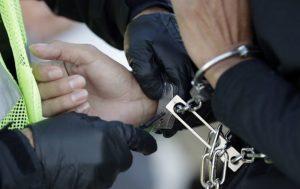 Polícia obvinila z obzvlášť závažnej vraždy muža v Hlohovci jeho mladú partnerku