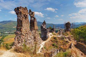 Nezamestnaní pomáhajú zachrániť hrad Revište, obnovu pamiatky podporilo aj ministerstvo