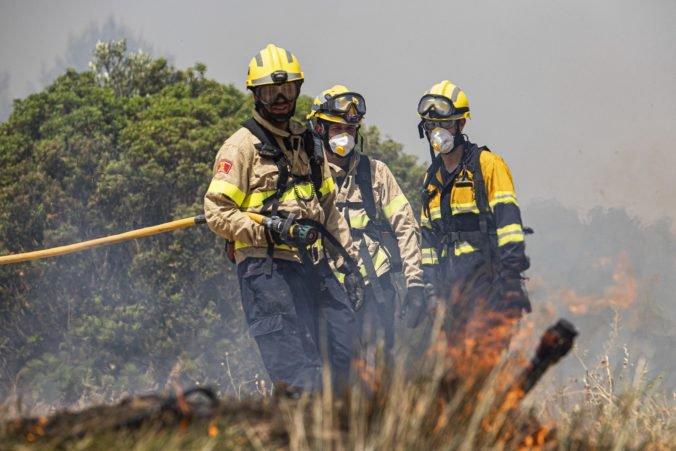 Na Kanárskych ostrovoch opäť vypukol lesný požiar, evakuovali luxusný hotel a uzavreli cesty