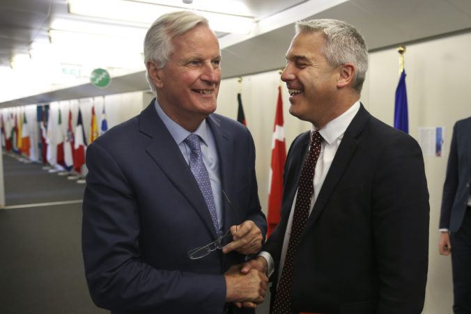 Minister pre brexit bude rokovať s Barnierom, Európsku úniu varoval pred nekompromisným prístupom