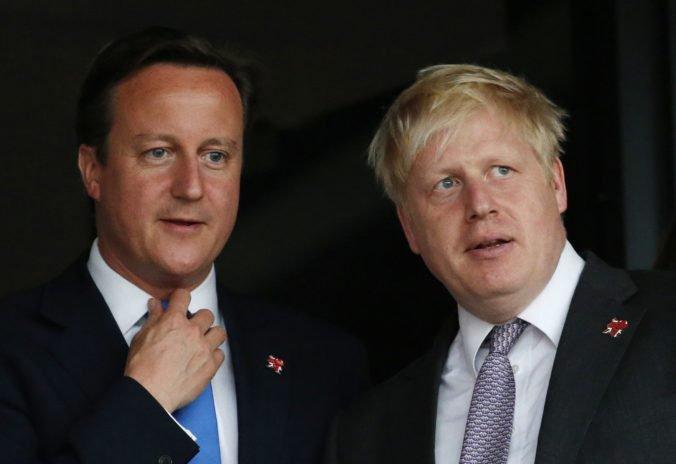Johnson podľa Camerona nikdy neveril v brexit a podporil ho iba pre svoju politickú kariéru
