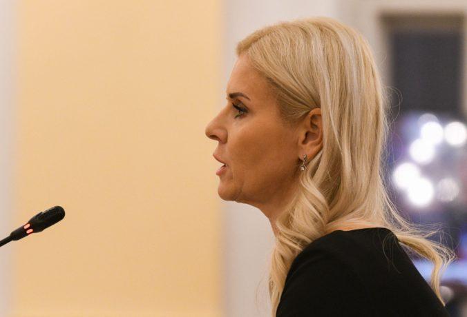 Mandátový výbor riešil odstúpenie Jankovskej, s rozhodnutím nebol spokojný poslanec Gröhling