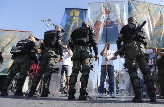 Krajná pravica chcela narušiť pochod homosexuálov v Belehrade, zasiahla polícia