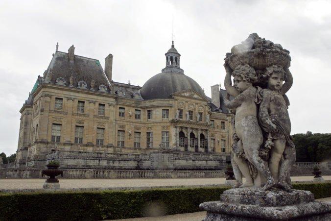 Do zámku pri Paríži sa vlámali lupiči, zviazali jeho majiteľov a odniesli si hotovosť aj šperky