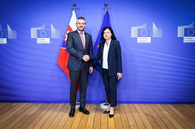 Eurokomisárka Jourová prisľúbila Pellegrinimu pomoc s očistou justície na Slovensku