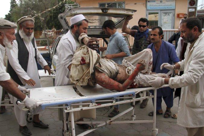 Pri útoku na mešitu v Afganistane zahynuli desiatky ľudí, medzi obeťami sú aj deti
