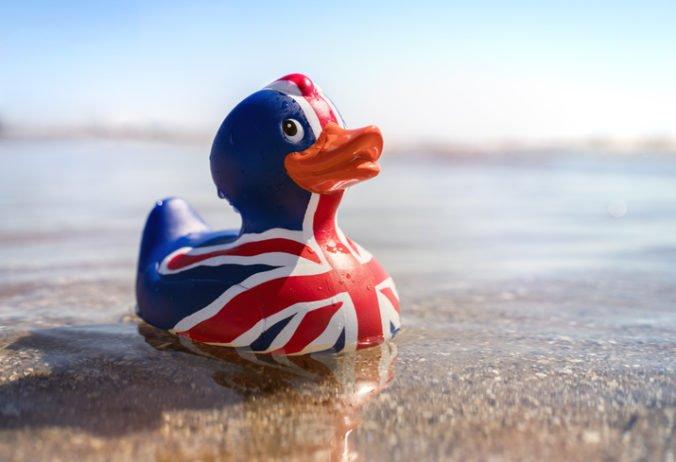 Za dvacku môžete Britom zamávať na rozlúčku, v deň brexitu pripravujú veľkú plážovú párty