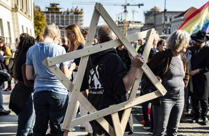 Po útoku na synagógu v Halle protestovali tisícky ľudí v Berlíne proti antisemitizmu
