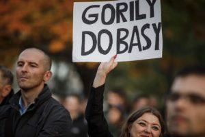 Foto: Stovky ľudí prišli počúvať Gorilu pred Úrad vlády SR, opozícia sľubuje zmenu