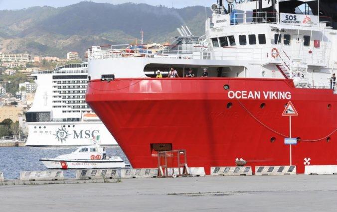 Loď Ocean Viking zachránila pri Líbyi desiatky migrantov, tuniské úrady zastavili pašerákov
